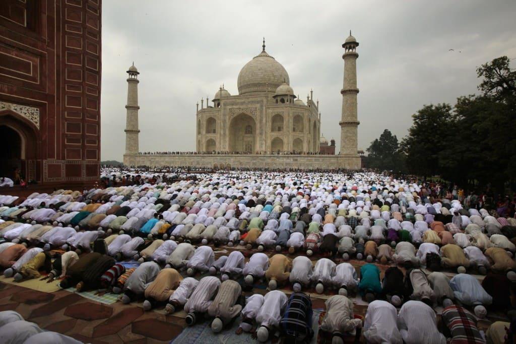 Нет ничего более любимого для мусульманина, чем Аллах и Его посланник